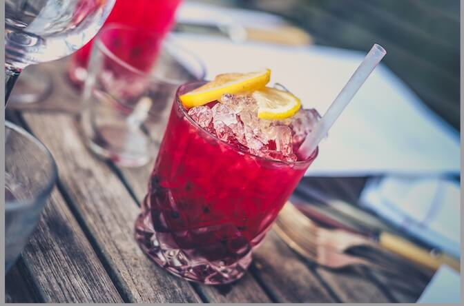 cranberry-juice-with-slices-of-lemon-on-the-top-and-filled-with-ice