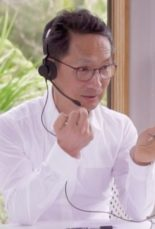 don-teaching-selftreatment-to-his-patient-using-using-internet-at-natural-health-center