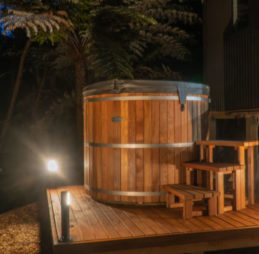 hot-tub-outiside-of-private-retreat